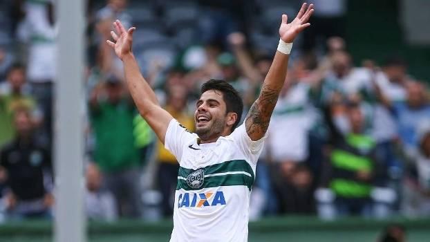 Henrique Almeida entrou na Justiça contra o Botafogo