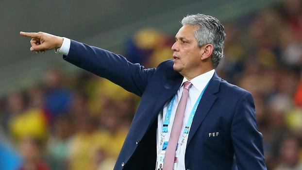Reinaldo Rueda, então como técnico do Equador, durante jogo contra a França na Copa do Mundo de 2014