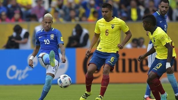 Neymar em ação na partida contra o Equador, em Quito
