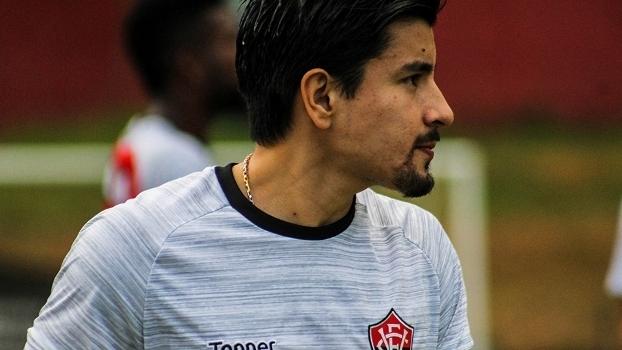 Cárdenas foi dispensado após apagada passagem pelo Vitória