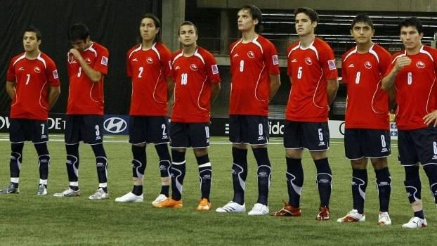 Alexis, Isla (primeiros à esq.), Vidal e Medel (primeiros à dir.): Chile no Mundial sub-20 de 2007
