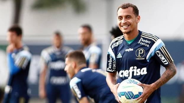 Alan Patrick é um dos que ganhará chance no time titular do Palmeiras