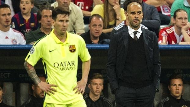 Messi e Guardiola durante jogo entre Barcelona e Bayern de Munique pela Champions em 2015