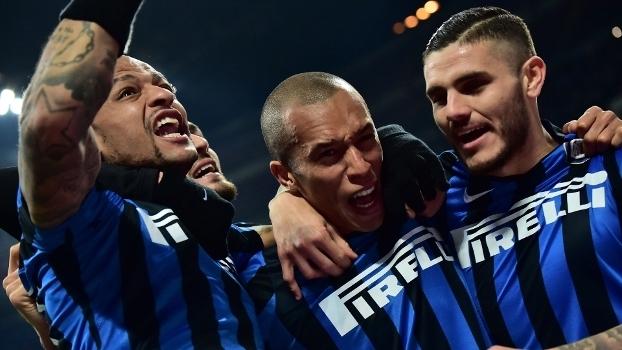 6dbdeb156d Felipe Melo comemora com Miranda e Icardi em jogo da Inter de Milão