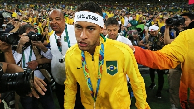 Neymar usou uma faixa escrito '100% Jesus' depois da vitória
