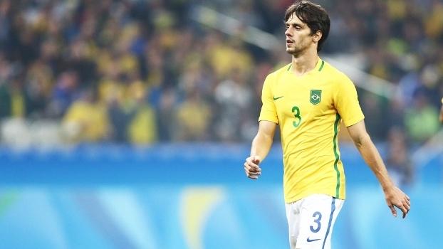 Elenco do São Paulo celebra conquista de Rodrigo Caio com a Seleção