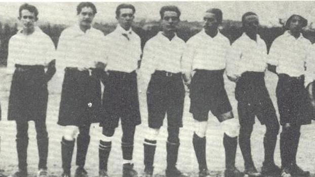 Os jogadores do América no primeiro título mineiro, em 1916