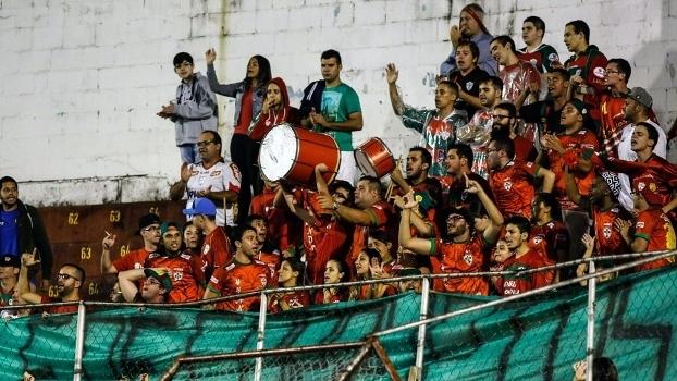 A torcida da Portuguesa aguarda o novo presidente do clube