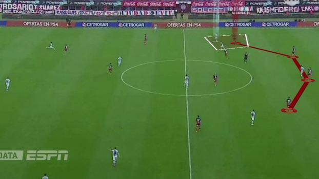 Linha defensiva da equipe de Aguirre sustentada mas 96cd93ab56d52