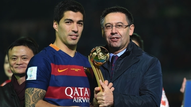 Bartomeu, presidente do Barcelona, com Suárez