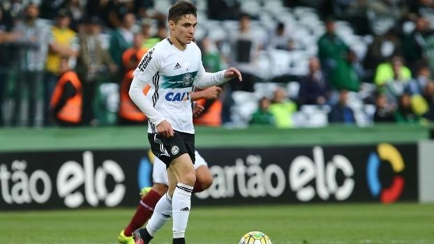São Paulo procura, mas ouve que meia está fechado e deu palavra ao Palmeiras