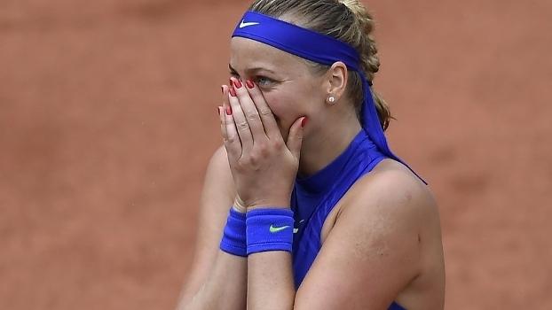 Petra Kvitova se emociona após vencer em seu retorno ao tênis em Paris