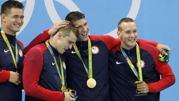 Michael Phelps tem nove ouros só com o revezamento dos EUA