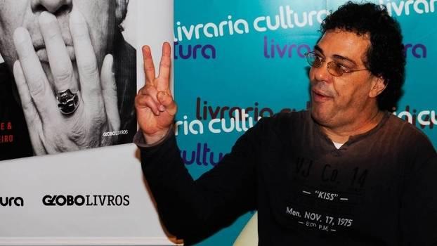 Casagrande sofreu um enfarte nesta sexta e está internado no hospital TotalCor, em São Paulo