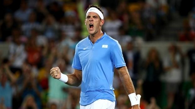 Del Potro comemora ponto em partida contra Djokovic