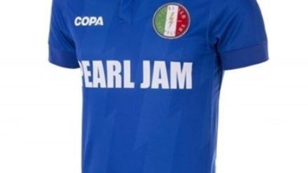 Pearl Jam lança linha de camisas de seleções e  enlouquece  fãs ... 75f7ec346c867