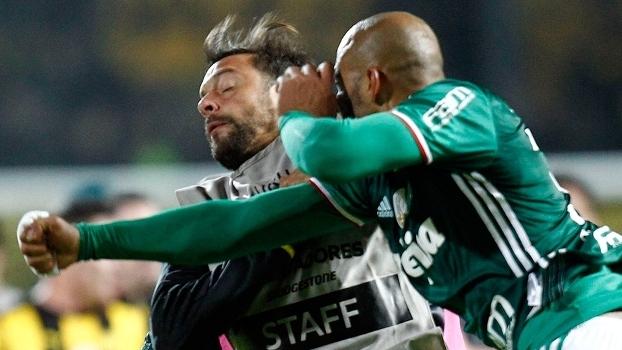 Felipe Melo acerta soco em Mier na vitória do Palmeiras sobre o Peñarol na Libertadores