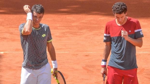 Rogerinho (de calção branco) e André Sá (calção vermelho), durante final
