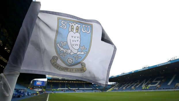 Bandeira do Sheffield Wednesday no estádio de Hillsborough, em Sheffield