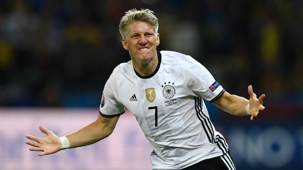 Schweinsteiger entra no fim, marca e sela a vitória da Alemanha sobre a Ucrânia