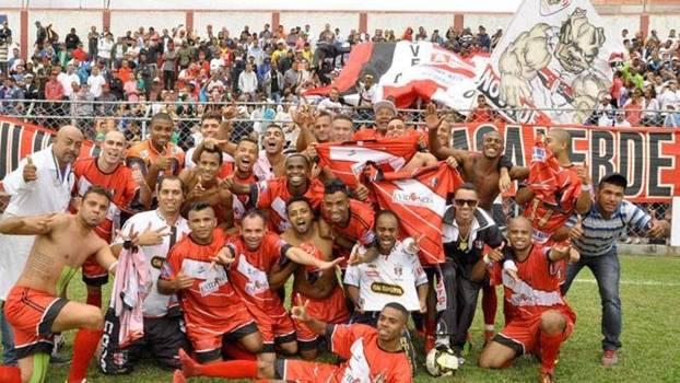 Nove de Julho, da Casa Verde, foi o time campeão em 2014