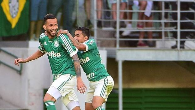 Leandro Pereira comemora o gol da vitória do Palmeiras sobre o Santos
