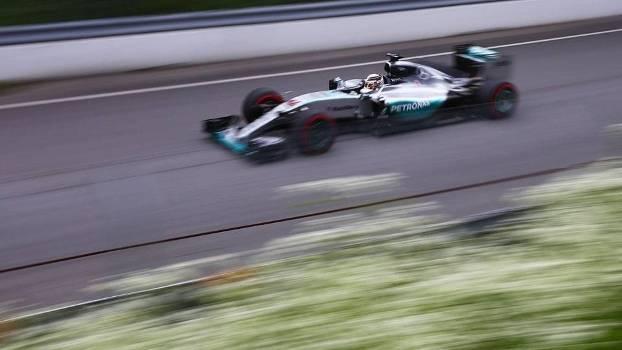 Lewis Hamilton durante o segundo treino livre para o GP do Canadá