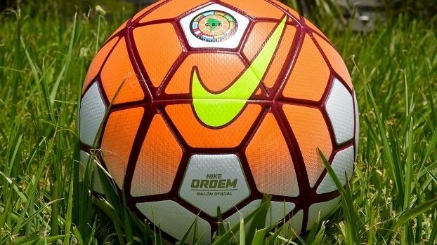 Conmebol apresenta a nova bola para a Copa Libertadores de 2016 - ESPN 7e36043622bce