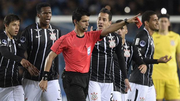 Rodriguinho foi expulso com apenas três minutos em campo d7a2c76f08b57