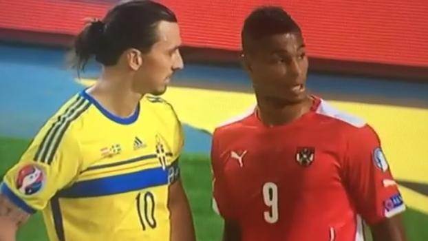 You don t touch the Zlatan  Ibra fica inconformado após atacante rival  tocar em seu braço  assista  a87c2b7c99edd