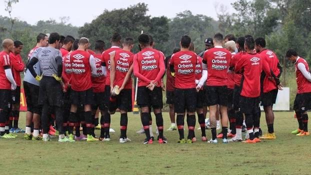 Jogadores do Joinville durante treino da equipe