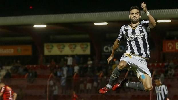 Pimpão comemora seu gol, o da vitória do Botafogo sobre o Oeste