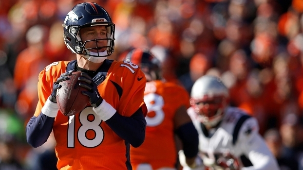 Peyton Manning lança durante Broncos x Patriots b868c314bc381