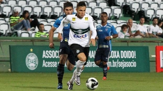 Raphael Veiga é um dos destaques do Coritiba