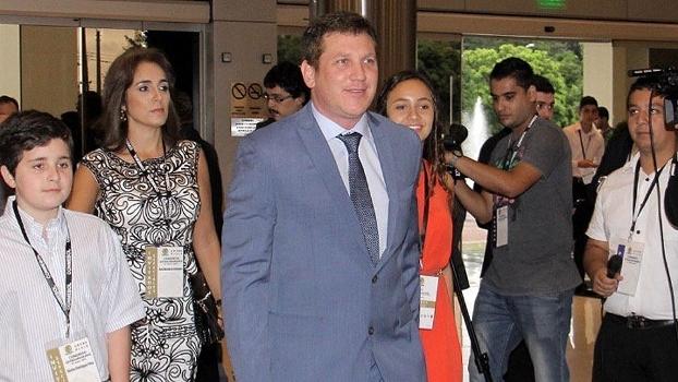 Alejandro Domínguez chega com sua família à Conmebol: novo presidente