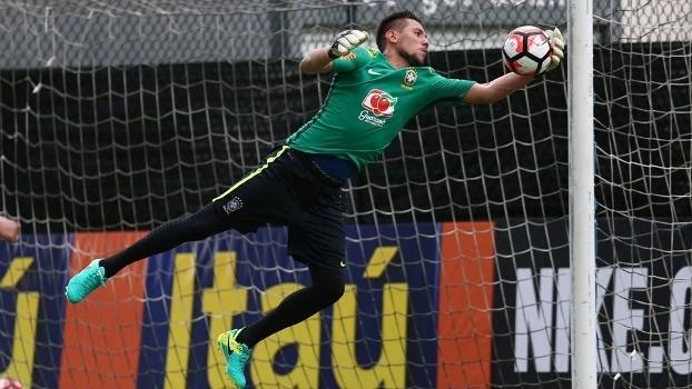 Diego Alves durante treino da seleção brasileira na Copa America Centenário