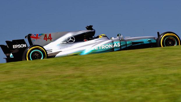 Lewis Hamilton durante o primeiro treino livre para o GP do Brasil de F-1