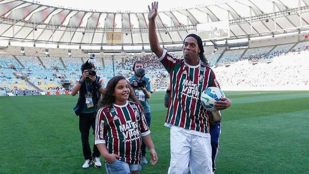 228d6e5f06 Ronaldinho Apresentação Fluminense Gramado Maracanã ...