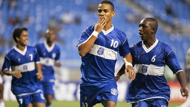 Renan (ao meio) era o camisa do Olaria em 2011