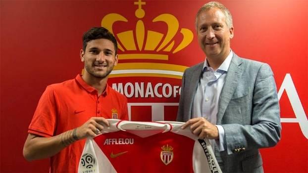 Gabriel Boschilia recebeu camisa do Monaco das mãos do vice-presidente Vadim Vasilyev