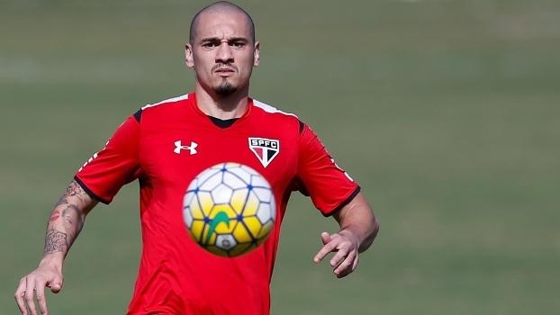 Maicon voltará ao time do São Paulo neste domingo