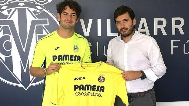 fe0cbcf413 Alexandre Pato com a camisa do Villarreal