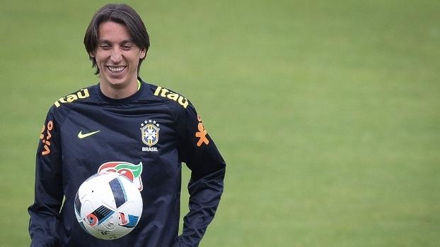 Geromel durante treino da seleção brasileira 63b28d9f8aea3