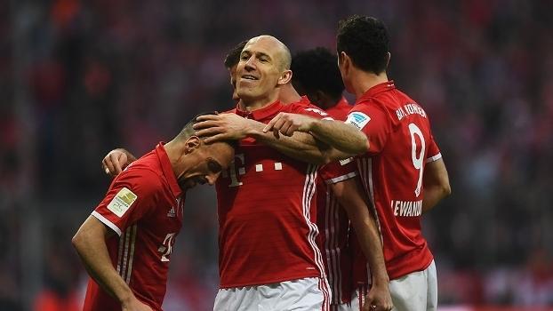 Robben comemora o terceiro gol do Bayern contra o Dortmund