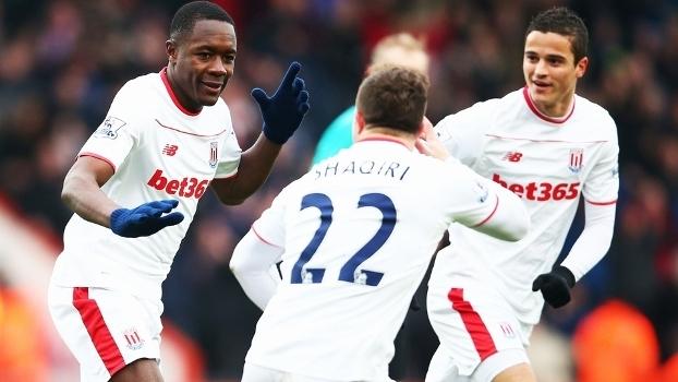 Imbula Shaqiri Affelay Comemoram Gol Stoke City Bournemouth Premier League 13/02/2016