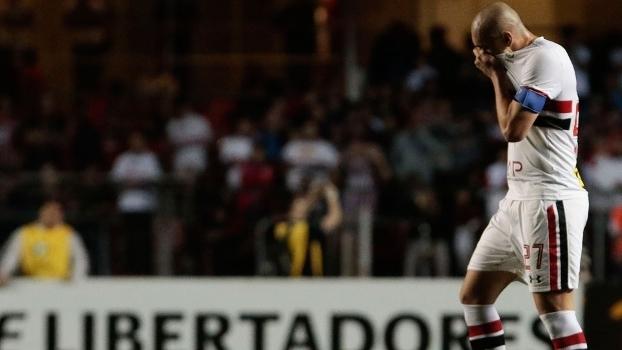 Maicon foi expulso no 2º tempo de São Paulo x Atlético Nacional