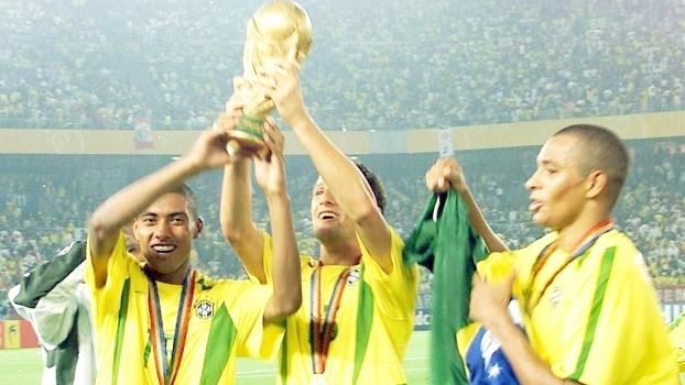 Kleberson Beletti Gilberto Silva Comemoram Penta Brasil Alemanha Final Copa do Mundo 2002 30/06/2002
