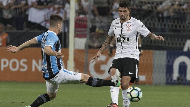 Pedro Henrique foi titular contra o Grêmio nesta quarta-feira d3331e1c190df
