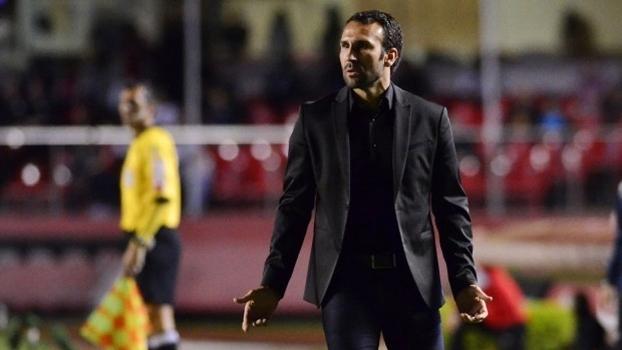 Sérgio Vieira no comando do Atlético-PR contra o São Paulo