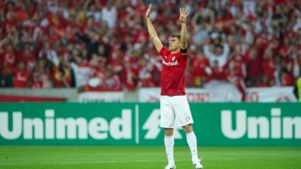 O meia Alex não é mais jogador do Internacional